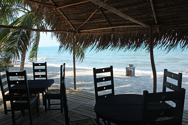Parrot Cove Beachside dining